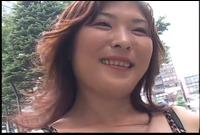 突撃!逆ナンパ 肉弾チ○ポ狩り! 望月朋子 Fカップ 37歳