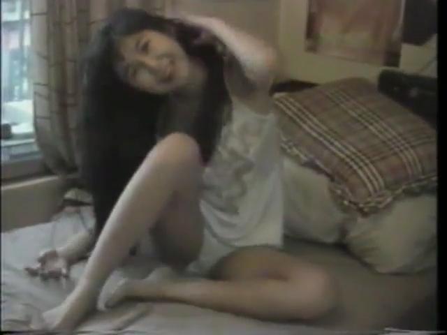 アダルト動画『息子に母乳を飲ませながら手コキする淫乱人妻』