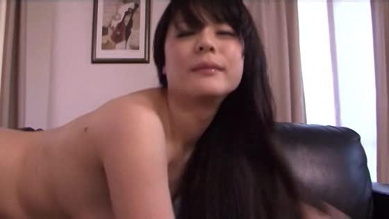 柔らか巨乳が激揺れしてとっても興奮するSEXしている若妻